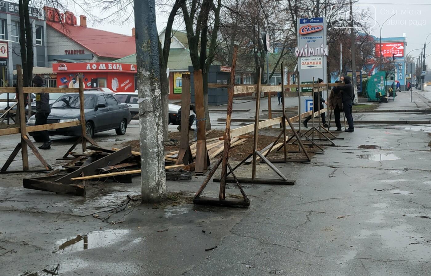 На Соборной площади закончили сборку главной ёлки Павлограда (ФОТОФАКТ), фото-4