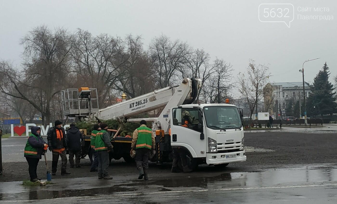 На Соборной площади закончили сборку главной ёлки Павлограда (ФОТОФАКТ), фото-3