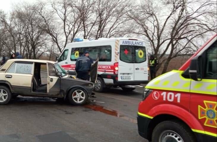 Недалеко от Павлограда произошло ДТП: водителя пришлось деблокировать из автомобиля (ФОТО), фото-1
