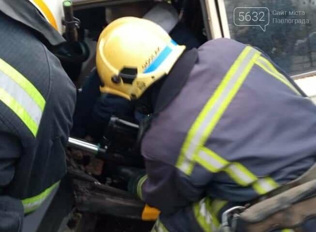 Недалеко от Павлограда произошло ДТП: водителя пришлось деблокировать из автомобиля (ФОТО), фото-2
