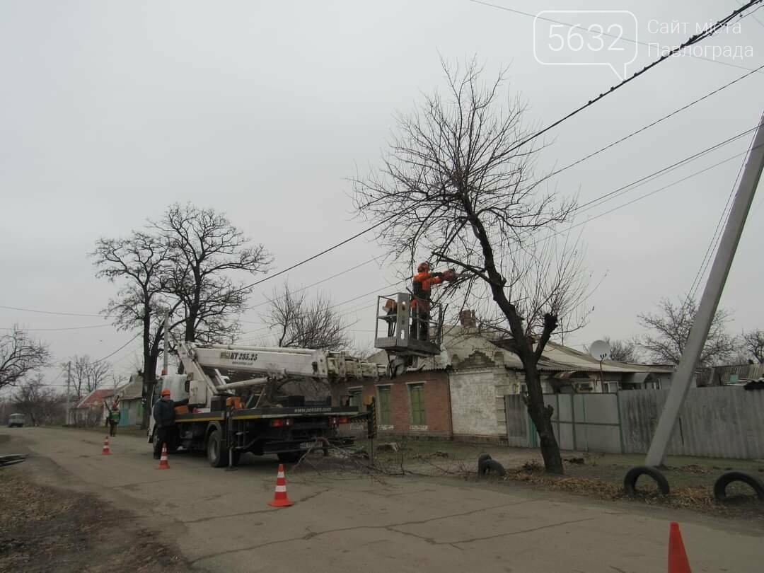 Павлоградские коммунальщики начали плановую «зачистку» улицы Восстания, фото-1