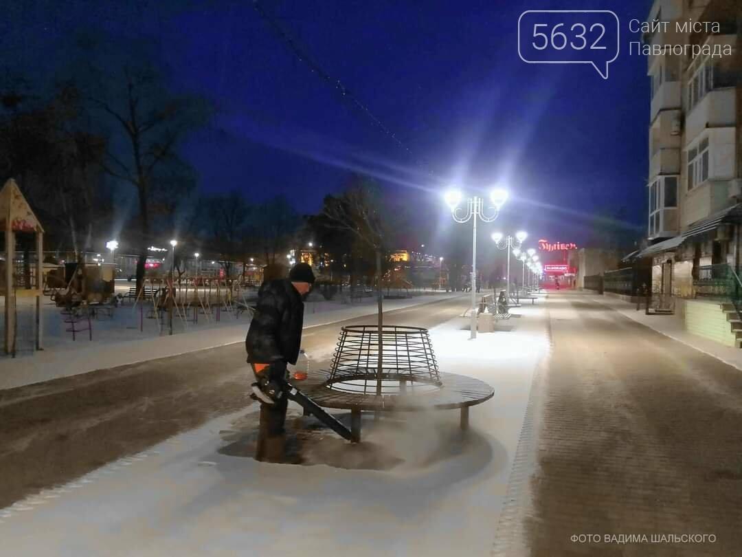 С 3 часов ночи павлоградские коммунальщики расчищали улицы города от снега, фото-1