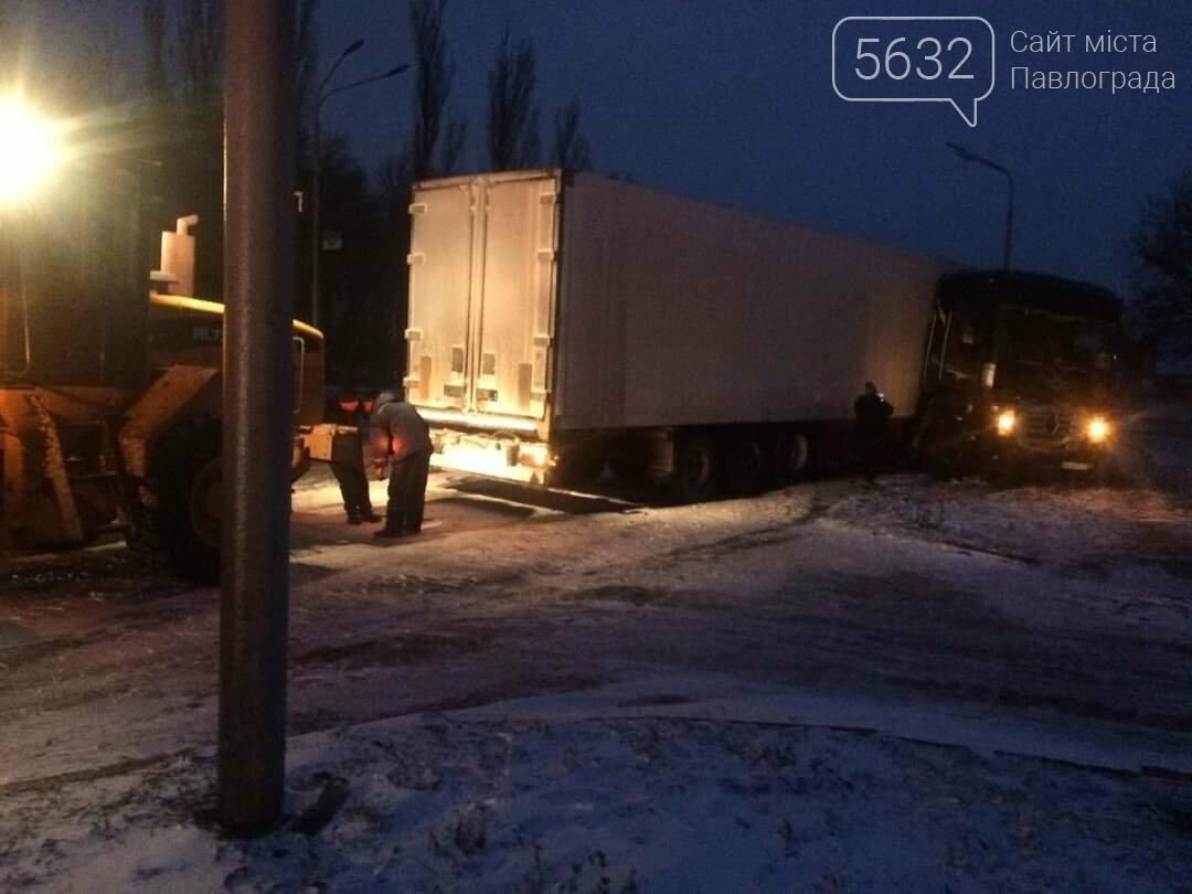 В Павлограде в районе ПШС грузовик застрял в снегу (ФОТО), фото-3