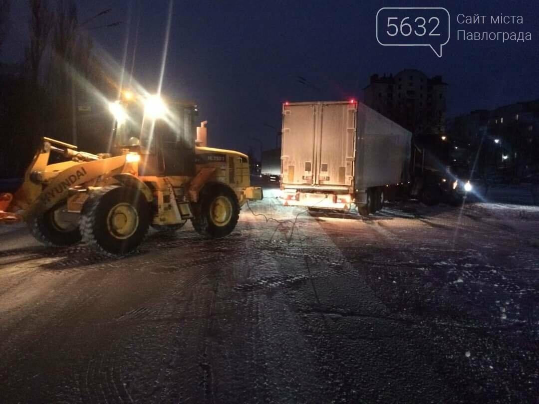 В Павлограде в районе ПШС грузовик застрял в снегу (ФОТО), фото-4