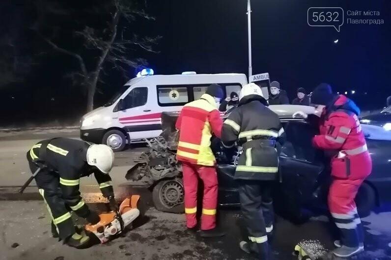 В Павлограде ищут свидетелей ДТП, в котором лоб в лоб столкнулись грузовик и легковушка, фото-1