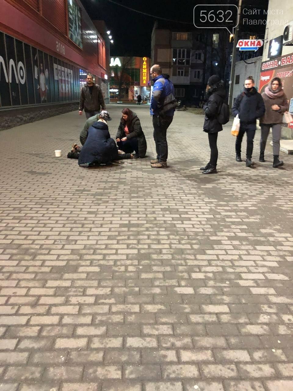 В Павлограде спасали мужчину, упавшего на улице (ФОТО, ВИДЕО), фото-1