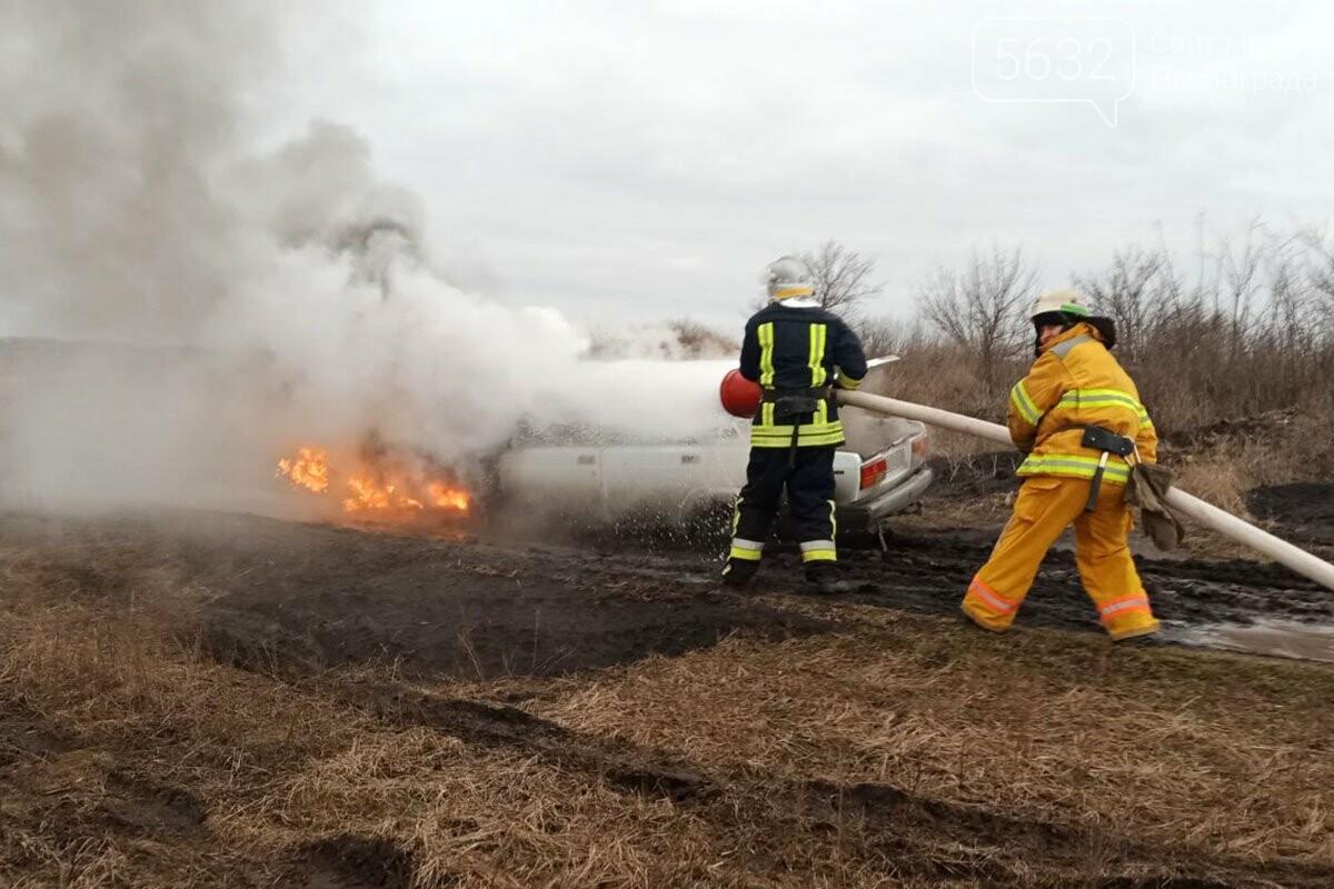 В Юрьевском районе загорелся автомобиль (ФОТО), фото-1