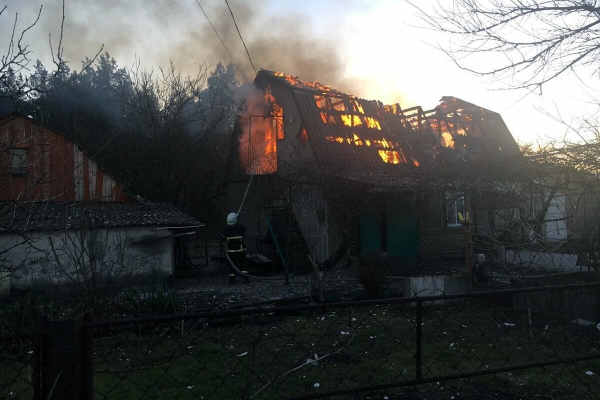 В селе Богдановка горел частный дом: огонь полностью охватил крышу, фото-2