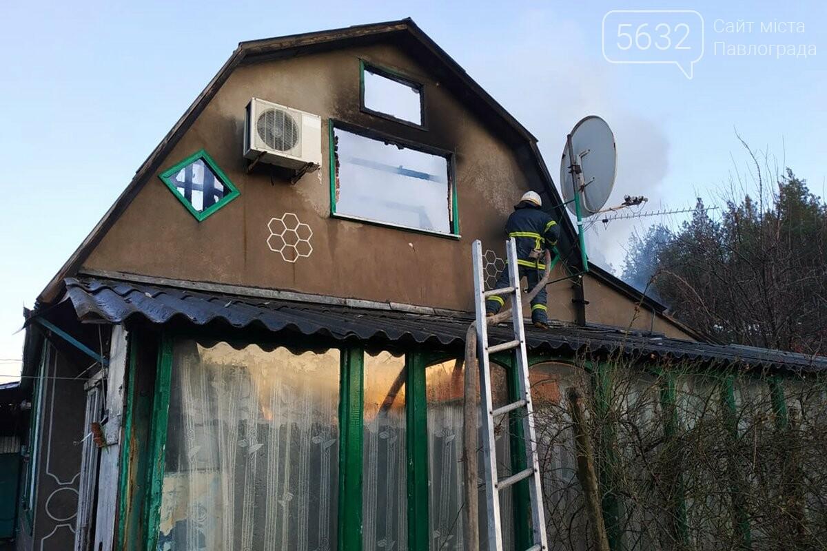 В селе Богдановка горел частный дом: огонь полностью охватил крышу, фото-1