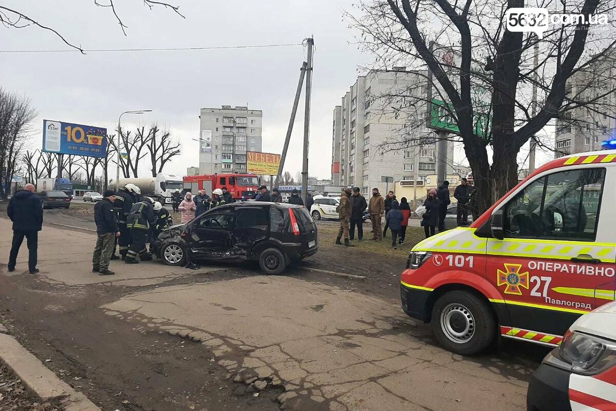 Полиция устанавливает обстоятельства ДТП, которое произошло в Павлограде 9 марта, фото-1