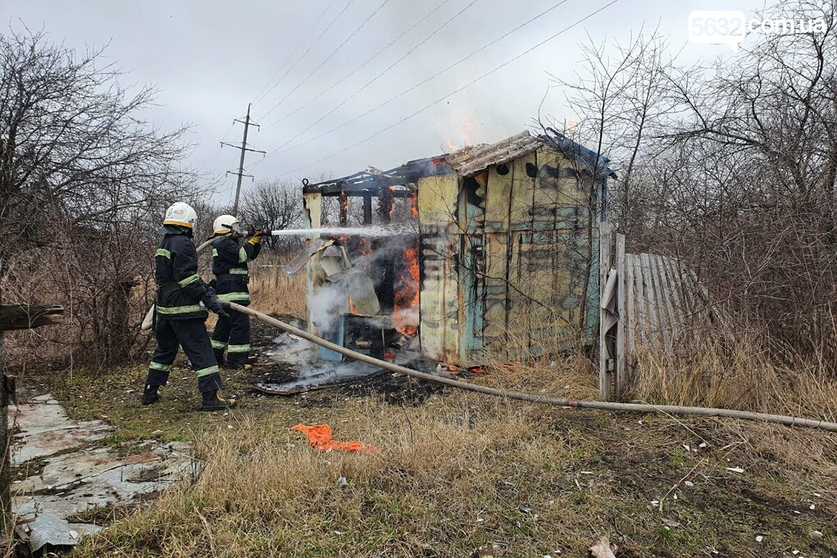 В Павлограде горел заброшенный дачный домик, фото-2