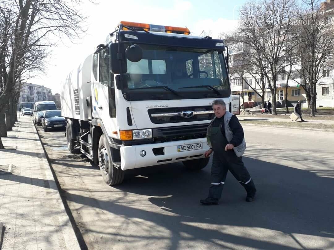 На улицы Павлограда вышел комбинированный автомобиль с насадками для влажной очистки дорожного покрытия (ФОТО), фото-2