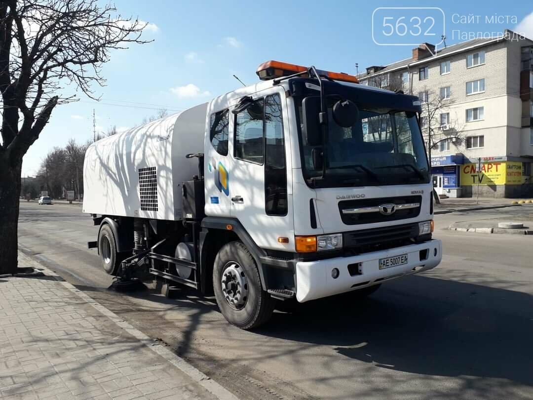 На улицы Павлограда вышел комбинированный автомобиль с насадками для влажной очистки дорожного покрытия (ФОТО), фото-1