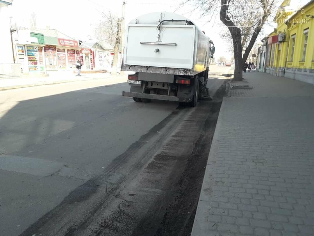На улицы Павлограда вышел комбинированный автомобиль с насадками для влажной очистки дорожного покрытия (ФОТО), фото-4