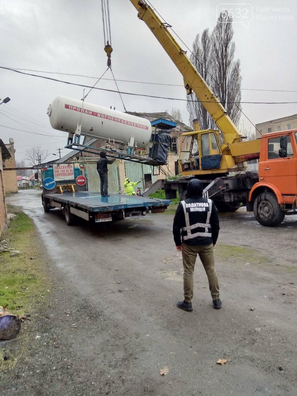 В Павлограде демонтировали нелегальную АЗС, фото-1