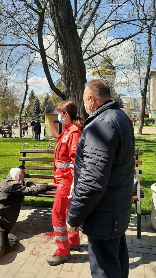 В Детском парке Павлограда мужчина потерял сознание, упал и разбил голову, фото-3
