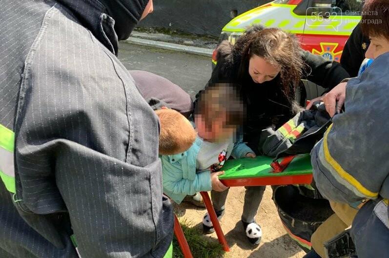 В Павлограде спасали девочку, которая застряла головой в качели (ВИДЕО), фото-4