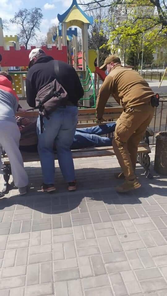 Второй случай за неделю: в Детском парке оказали помощь мужчине, потерявшему сознание (ФОТО), фото-2