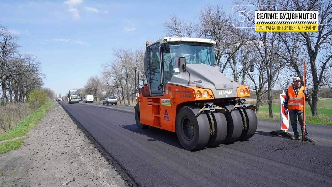 Под Павлоградом полным ходом идут ремонтные работы на трассе М-04 (ФОТО), фото-2