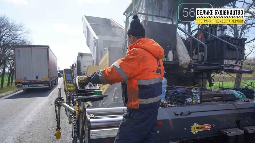 Под Павлоградом полным ходом идут ремонтные работы на трассе М-04 (ФОТО), фото-10