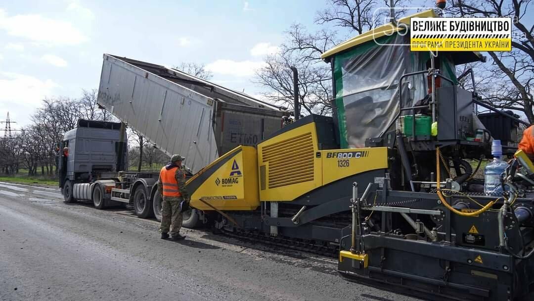 Под Павлоградом полным ходом идут ремонтные работы на трассе М-04 (ФОТО), фото-15