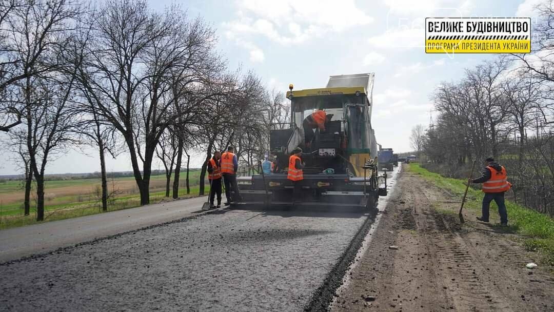 Под Павлоградом полным ходом идут ремонтные работы на трассе М-04 (ФОТО), фото-16