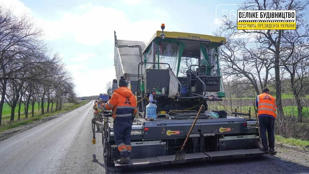 Под Павлоградом полным ходом идут ремонтные работы на трассе М-04 (ФОТО), фото-19