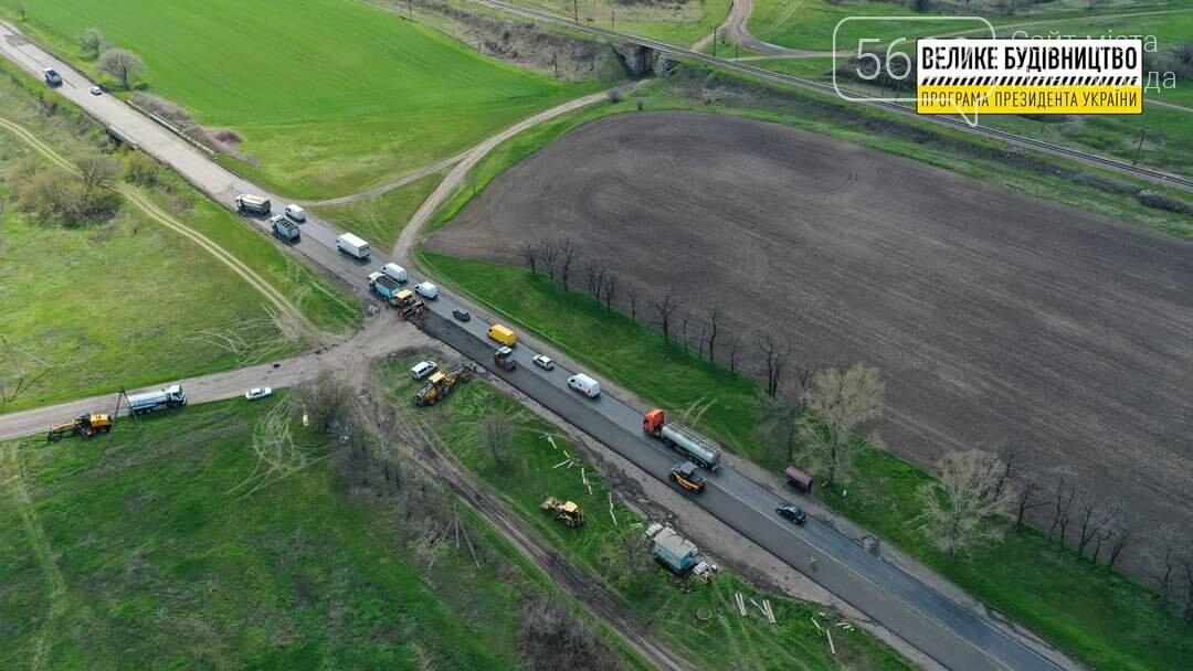 Под Павлоградом полным ходом идут ремонтные работы на трассе М-04 (ФОТО), фото-24