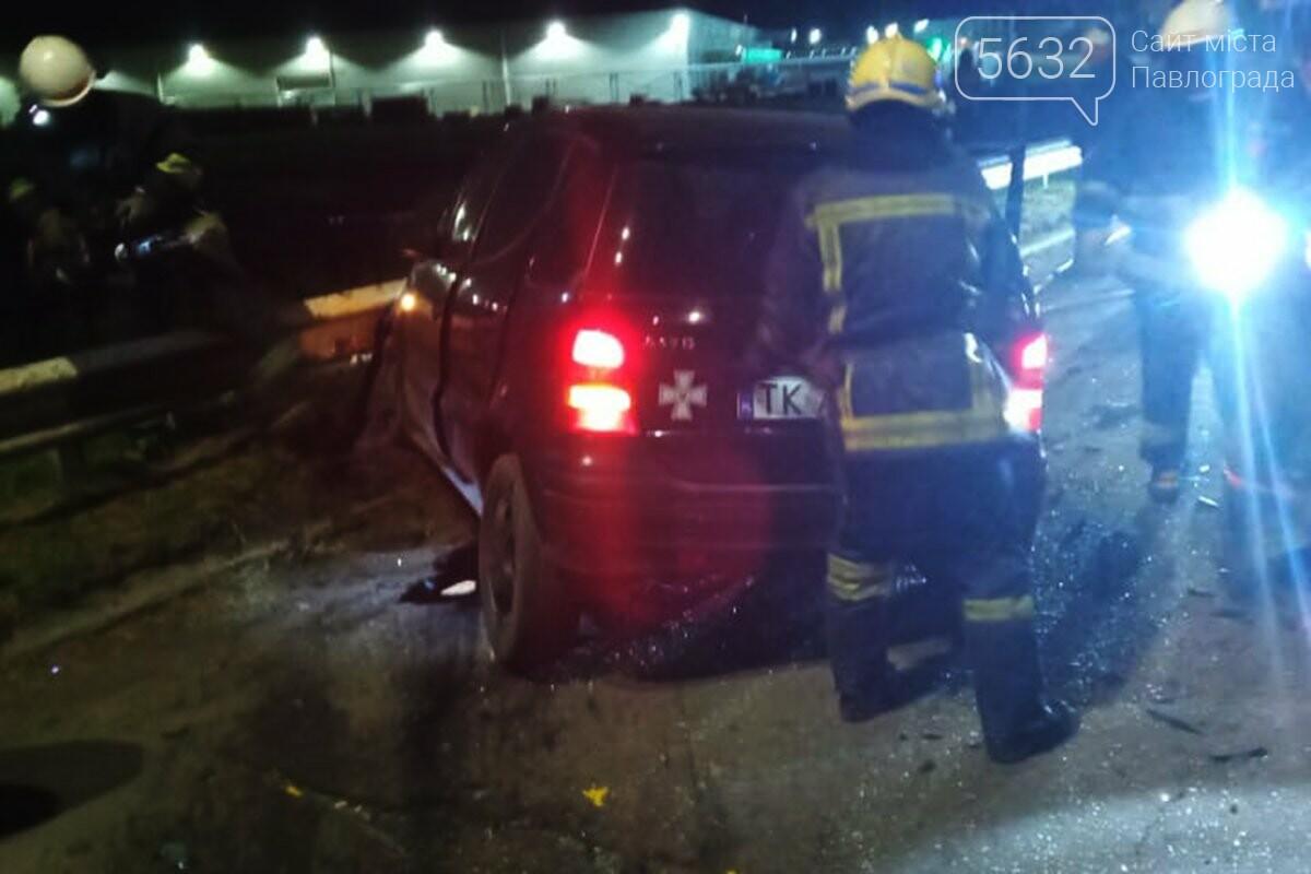 ДТП в Павлограде: пострадавших вытащили из авто свидетели аварии (ФОТО, ВИДЕО), фото-3