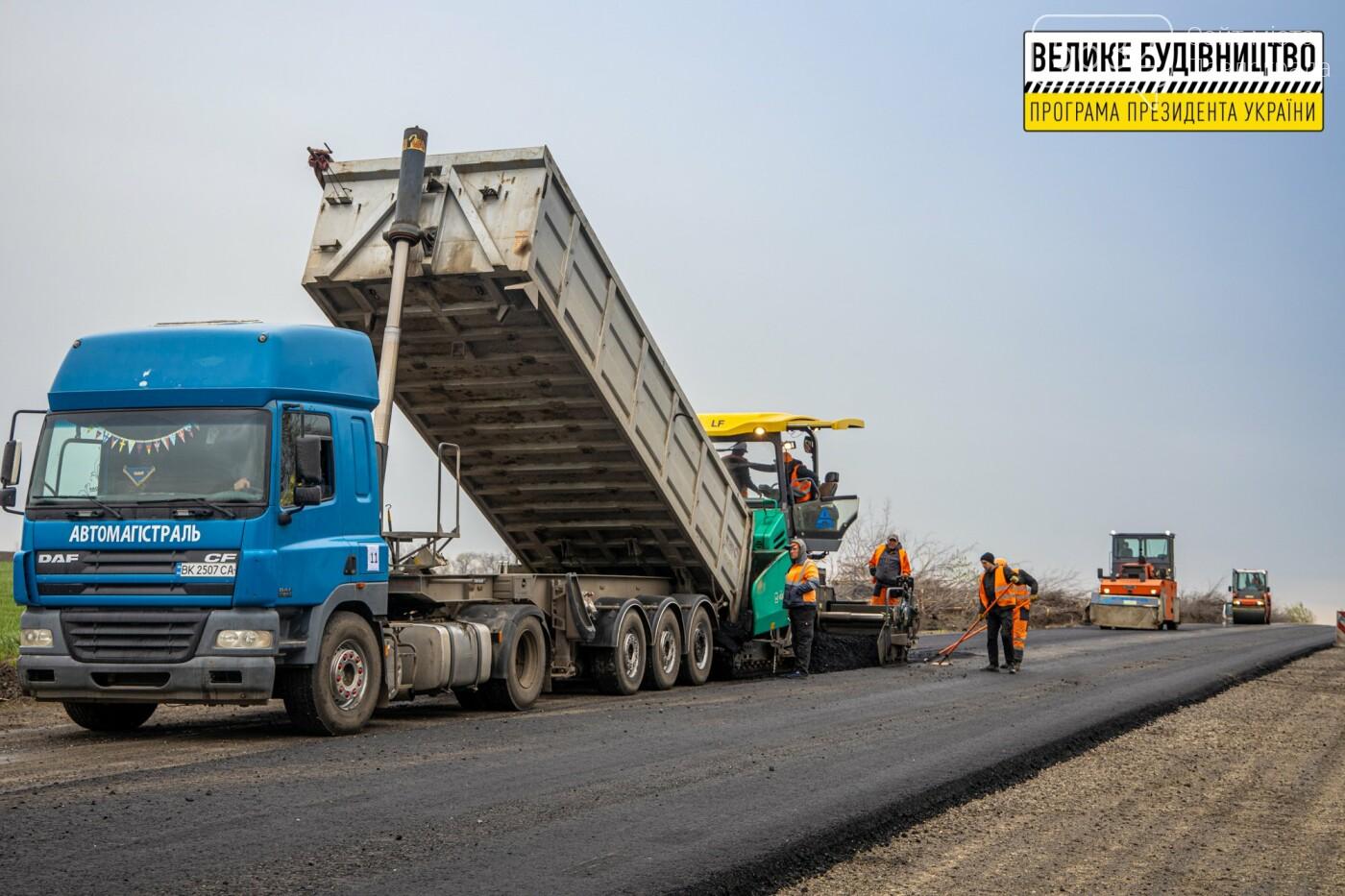 Работают и днем, и ночью: на Днепропетровщине ремонтируют трассу Знаменка-Луганск-Изварино (ФОТО), фото-3
