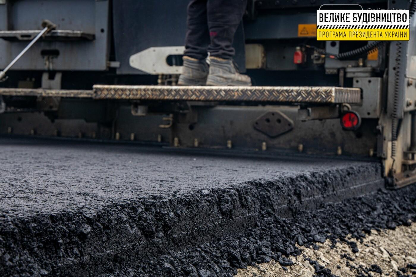 Работают и днем, и ночью: на Днепропетровщине ремонтируют трассу Знаменка-Луганск-Изварино (ФОТО), фото-6