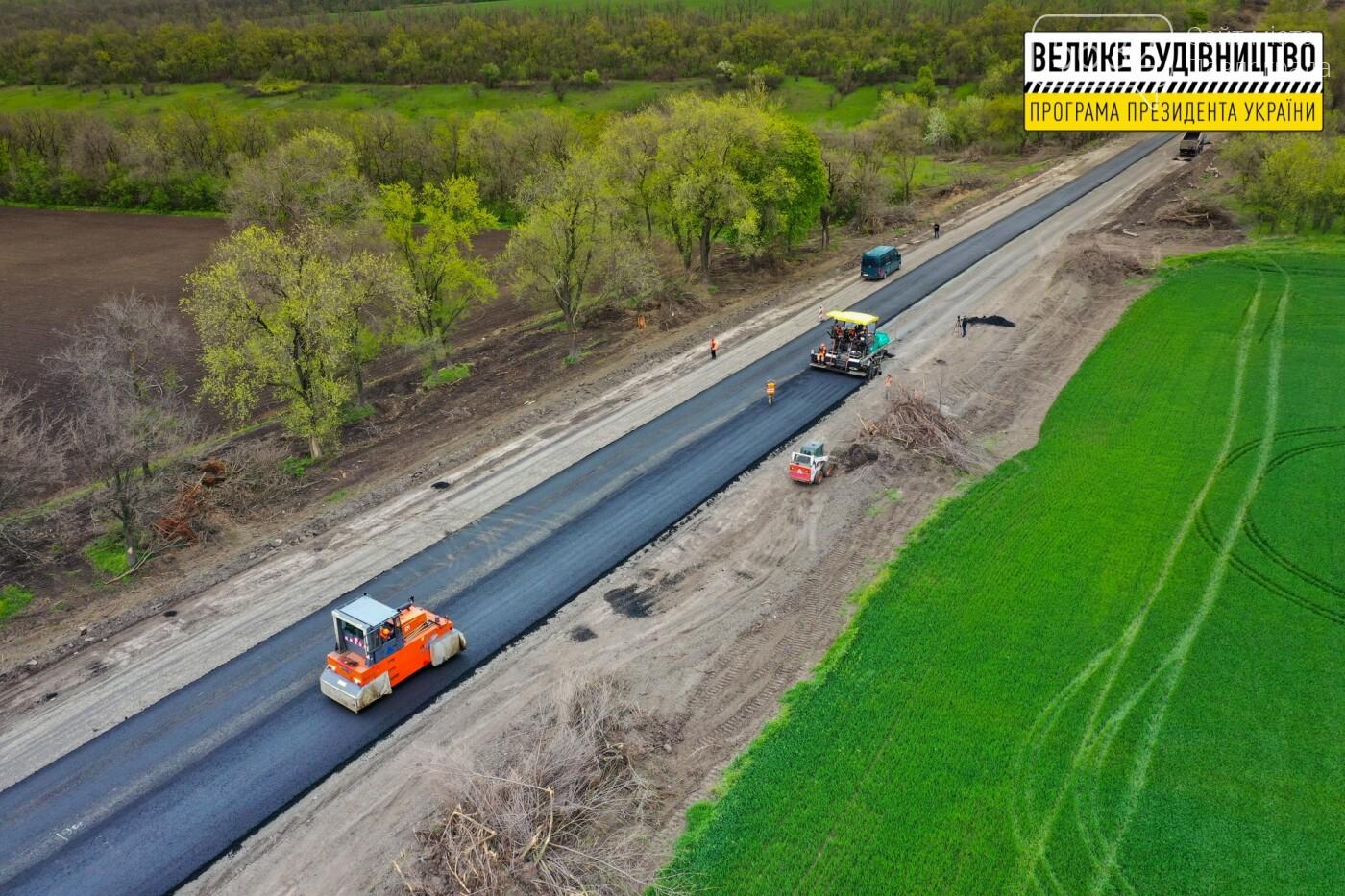 Работают и днем, и ночью: на Днепропетровщине ремонтируют трассу Знаменка-Луганск-Изварино (ФОТО), фото-10