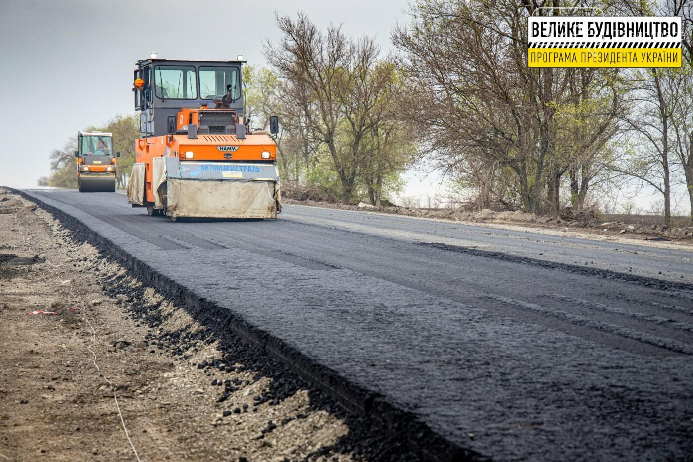 Работают и днем, и ночью: на Днепропетровщине ремонтируют трассу Знаменка-Луганск-Изварино (ФОТО), фото-9