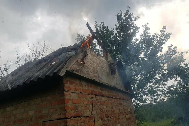 В садовом обществе «Химик» в Павлограде тушили пожар в заброшенном доме, фото-1