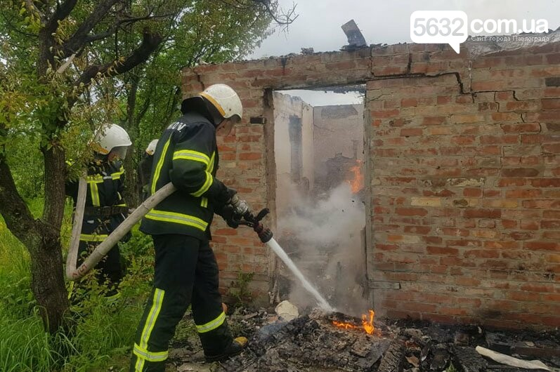 В садовом обществе «Химик» в Павлограде тушили пожар в заброшенном доме, фото-2