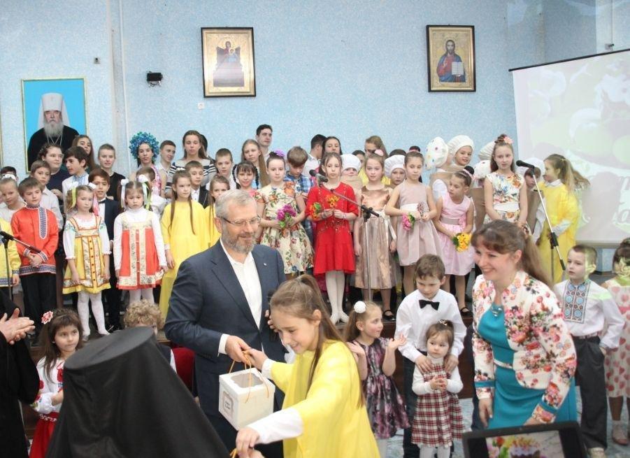 На Пасху более тысячи детей из многодетных и малообеспеченных семей получили подарки от Фонда Вилкула , фото-2