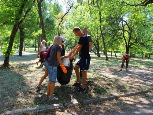 Напередодні свят павлоградці прибирали у парку 1 Травня, фото-3