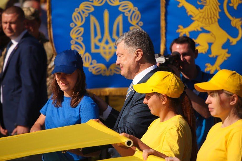 У Дніпрі президент Порошенко підняв рекордний прапор України, фото-1