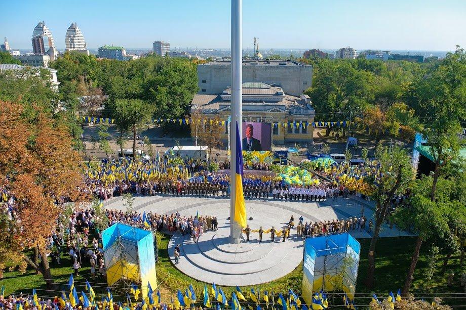 У Дніпрі президент Порошенко підняв рекордний прапор України, фото-4
