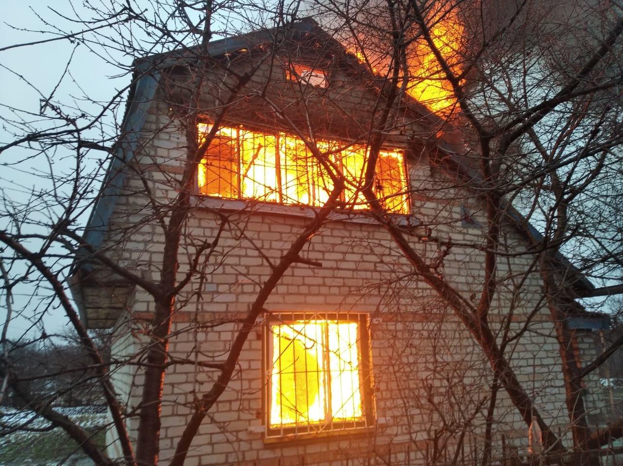 В Павлоградском районе горел дачный дом , фото-1