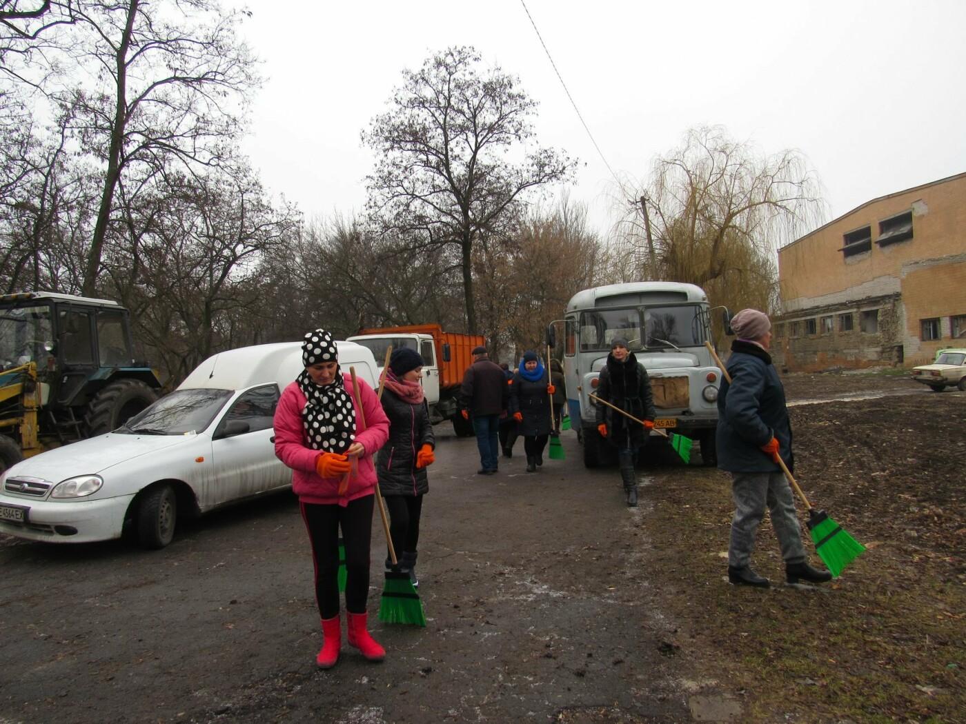 В Павлограде прошла акция по уборке одного из микрорайонов  , фото-5