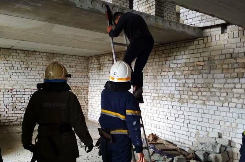 В Павлограде 13-летний мальчик не смог самостоятельно спуститься с недостройки, фото-1