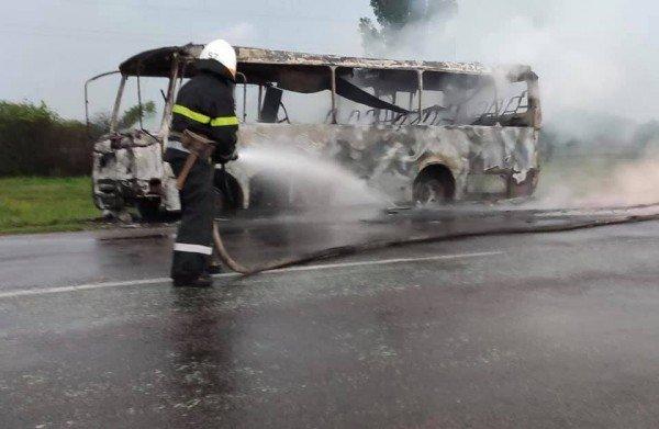 На Днепропетровщине во время движения загорелся рейсовый автобус (ФОТО), фото-2