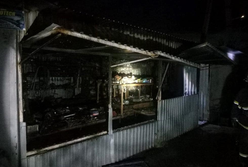 В Павлограде горела торговая площадка, фото-2