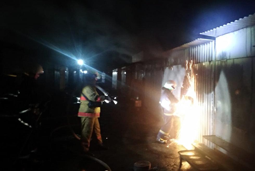 В Павлограде горела торговая площадка, фото-3