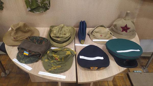 От шапки до военной фуражки: в Павлограде открылась выставка шапок, фото-2