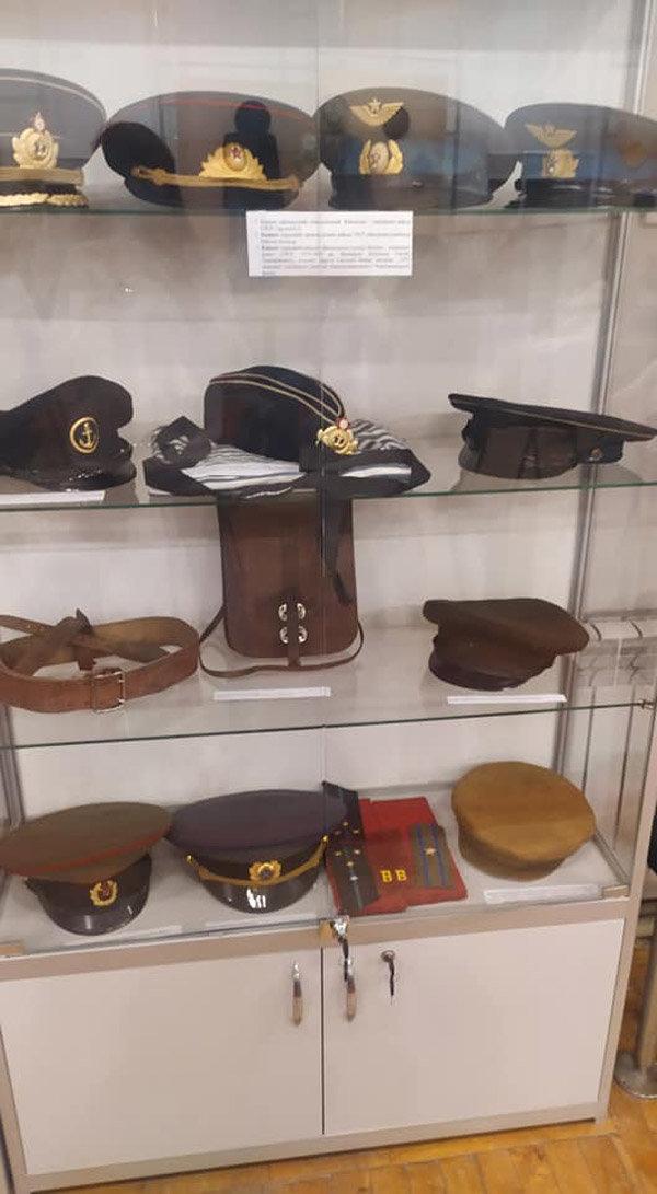 От шапки до военной фуражки: в Павлограде открылась выставка шапок, фото-1