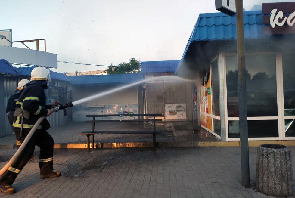 В Павлограде спасатели ликвидировали пожар на автостанции, фото-1