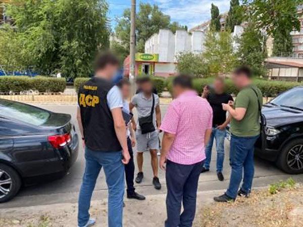 На Днепропетровщине поймали на взятке в размере 32 000 долларов чиновника ОТГ , фото-1