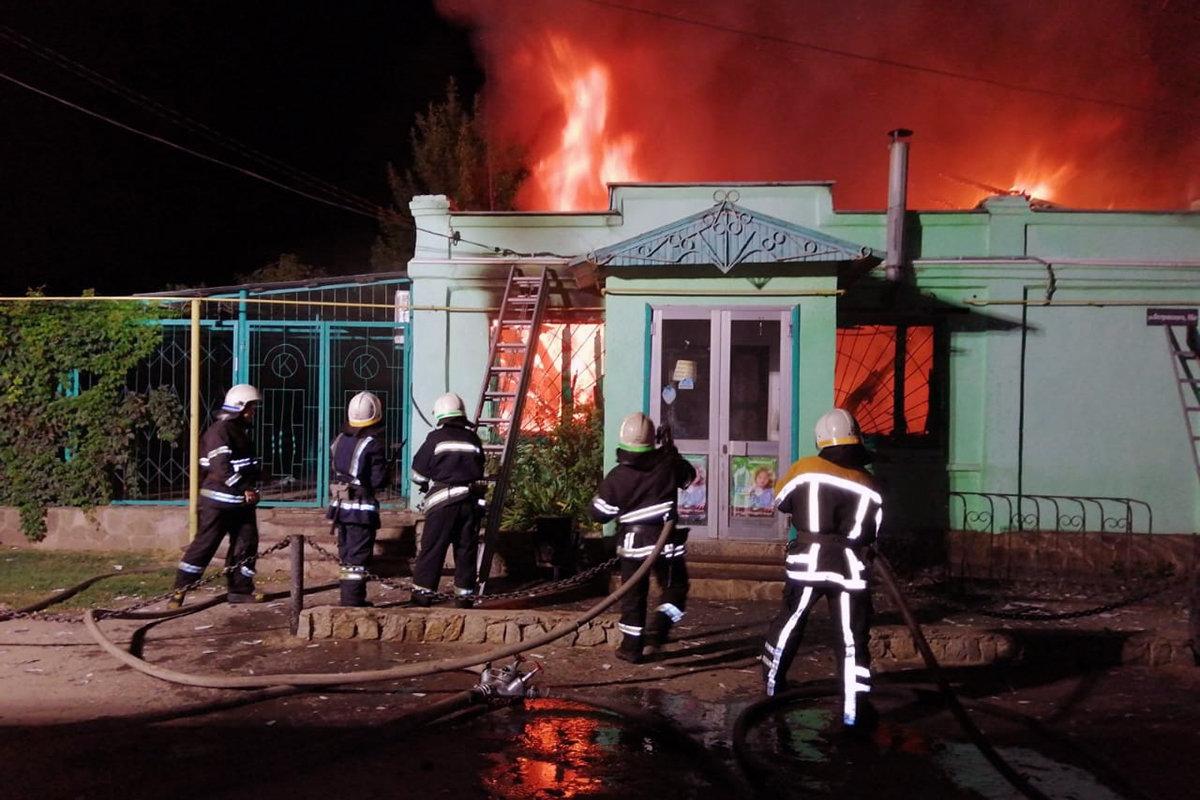 В Павлоградском районе горел магазин продовольственных товаров (ВИДЕО), фото-1